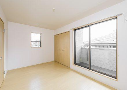名古屋市千種区の戸建賃貸住宅のベランダ付きの収納付きの洋室