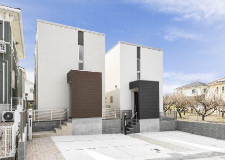 名古屋市緑区のシンプルでスタイリッシュな賃貸戸建の外観デザイン&駐車場