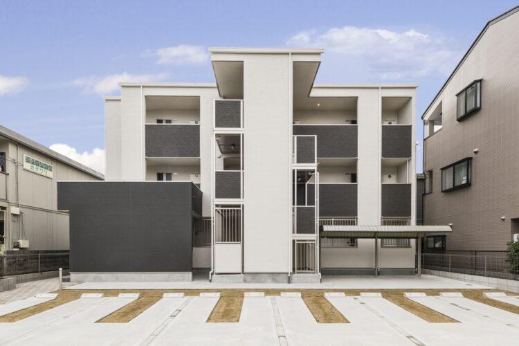 名古屋市中村区のモノトーン調のおしゃれな外観の木造3階建て賃貸アパート