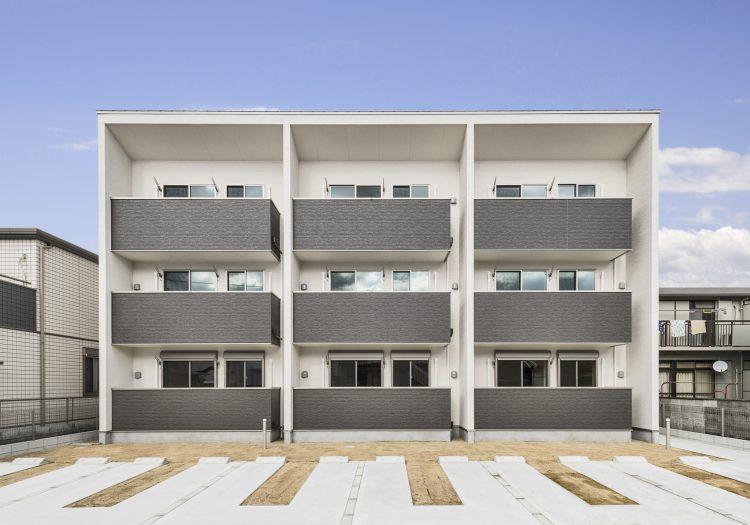 名古屋市中村区の木造3階建賃貸アパートのシンプルなデザインの外観