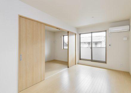 名古屋市中村区の木造3階建賃貸アパートのエアコン付のリビングダイニング&洋室