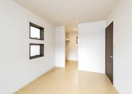名古屋市名東区の戸建賃貸住宅のウォークインクローゼット付き2階洋室