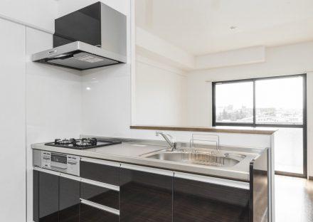 名古屋市天白区の賃貸マンションのガスコンロ付明るいオープンキッチン