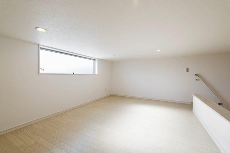 名古屋市瑞穂区の賃貸アパートの窓付きの明るいロフト