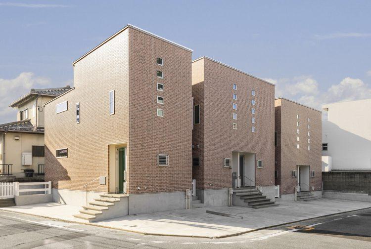 名古屋市瑞穂区の玄関前に階段があるヴィンテージデザイン賃貸アパート