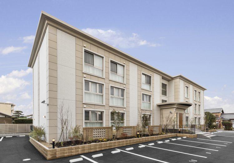 愛知県小牧市の賃貸マンションのアンティーク調の外観デザイン