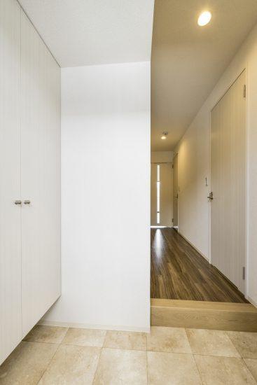 名古屋市西区の賃貸マンションの収納付きの玄関