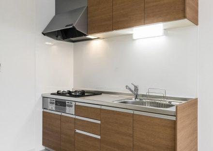 名古屋市名東区のメゾネットアパートの調理スペースのあるシステムキッチン