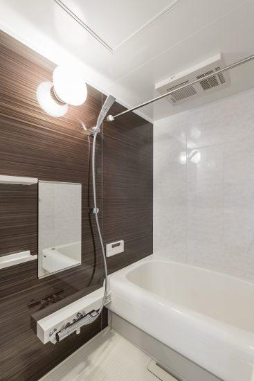愛知県小牧市の賃貸マンションの丸みをおびたバスタブがかわいい浴室