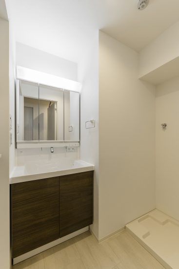 名古屋市西区の賃貸マンションのタオルハンガー付きの洗面室