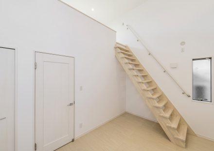 名古屋市瑞穂区の賃貸アパートの階段の付いたロフト付き洋室