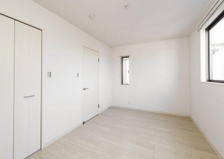 名古屋市名東区のメゾネットアパートの収納付きの2階西側洋室