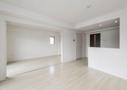 名古屋市名東区の賃貸マンションのリビングとつなげる事も出来る洋室