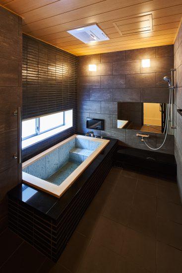 名古屋市南区の商業施設:葬儀場のテレビ付きの豪華な浴室