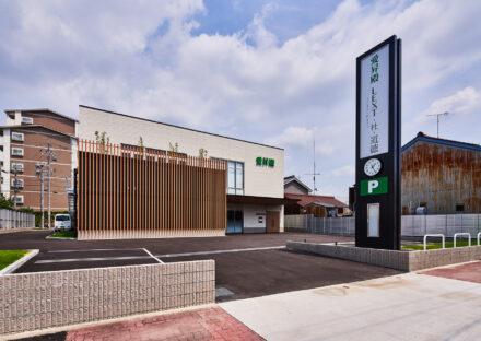 名古屋市南区の商業施設:駐車場もある2階建て葬儀場