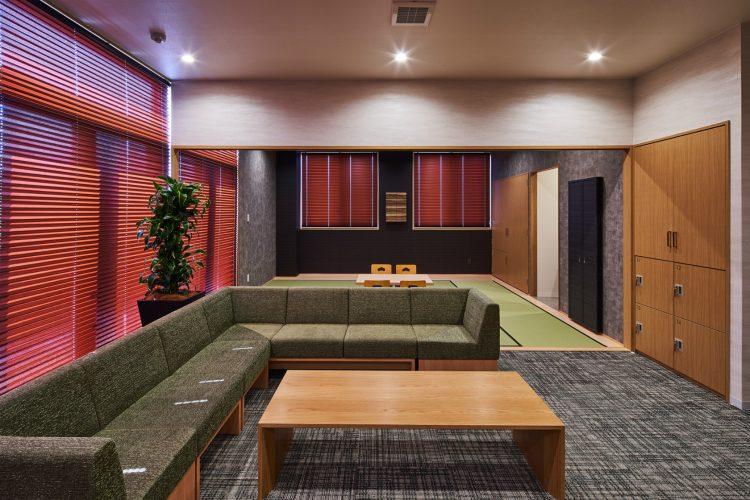 名古屋市南区の商業施設:葬儀場の和室と洋室のある控室
