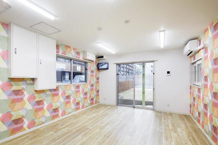 名古屋市天白区の保育施設の1階 カラフルな職員室