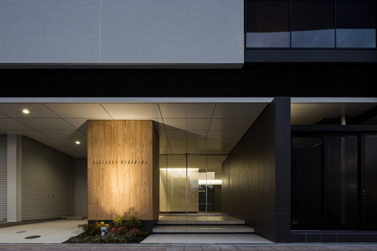 名古屋市北区のモダンな賃貸マンションのエントランス