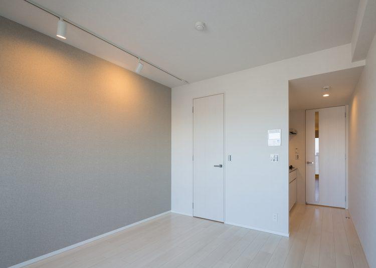 名古屋市北区の賃貸マンションのライトの付いたおしゃれなリビングダイニング