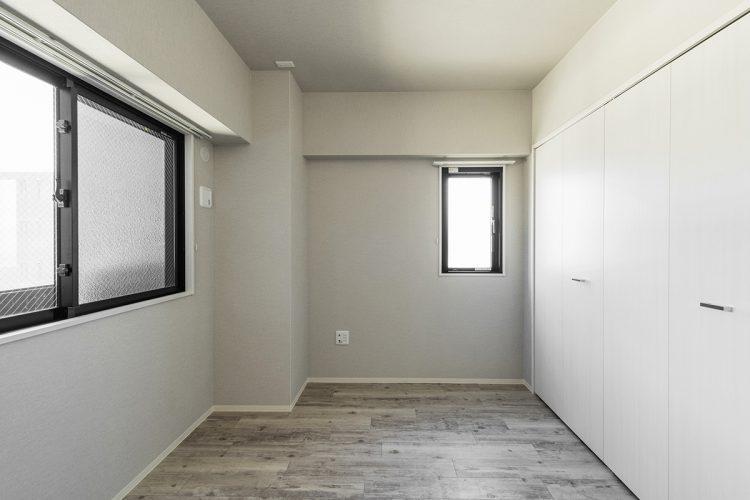 名古屋市名東区の賃貸マンションのダークな木目の洋室写真