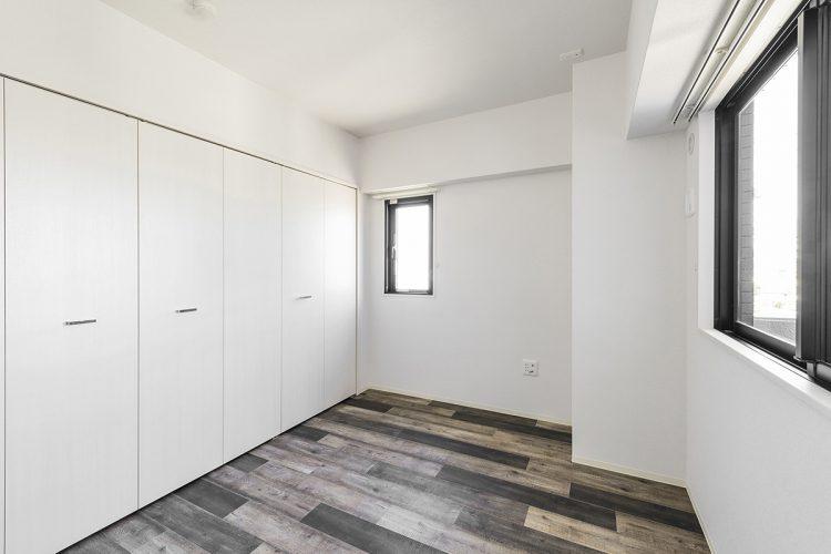 名古屋市名東区の賃貸マンションのアンティーク調の床の洋室の写真