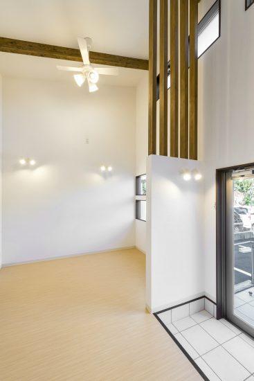 名古屋市名東区の医療施設の明るい待合室