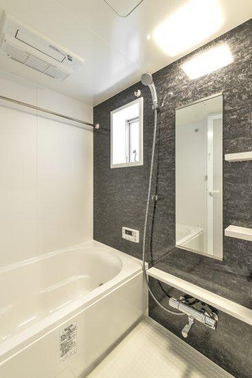 愛知県一宮市の賃貸アパートの細かい模様の浴室