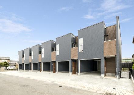愛知県一宮市のインナーガレージ付の賃貸アパート外観観
