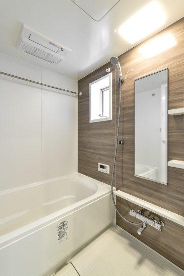 愛知県一宮市の賃貸アパートのブラウンの浴室