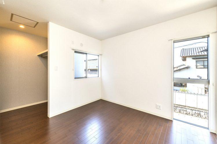 愛知県一宮市の賃貸アパートの収納付きの2階洋室