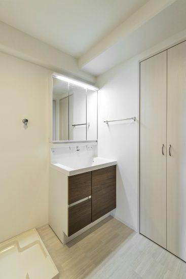 名古屋市名東区の賃貸マンションの洗面台+室内洗濯機置場+収納