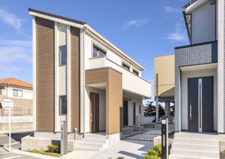 片流れ屋根のナチュラルテイストな外観デザイン