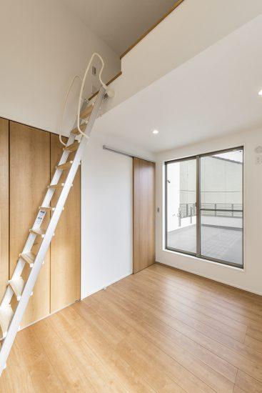 名古屋市北区の注文住宅の梯子で登るロフト付きの洋室の写真