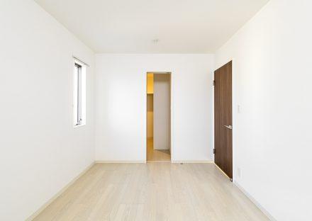 名古屋市瑞穂区の戸建賃貸住宅のウォークインクローゼットのついた2階洋室