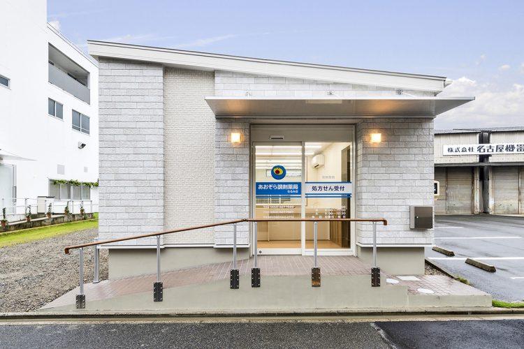 名古屋市緑区の医療施設のスロープの反対側には階段あり