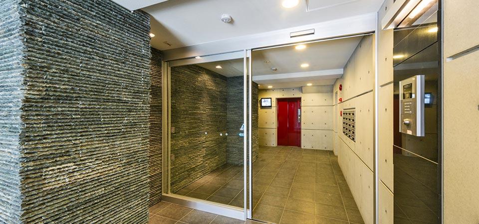 賃貸マンションのエントランスホール 新築写真