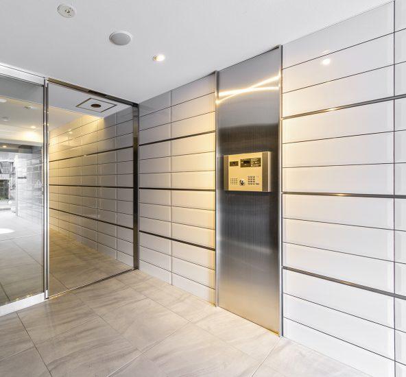 名古屋市西区の賃貸マンションのエントランスホール