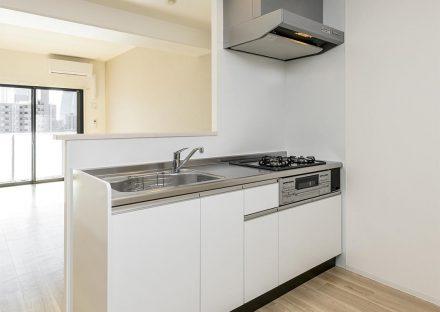 名古屋市西区の賃貸マンションの白いキッチン