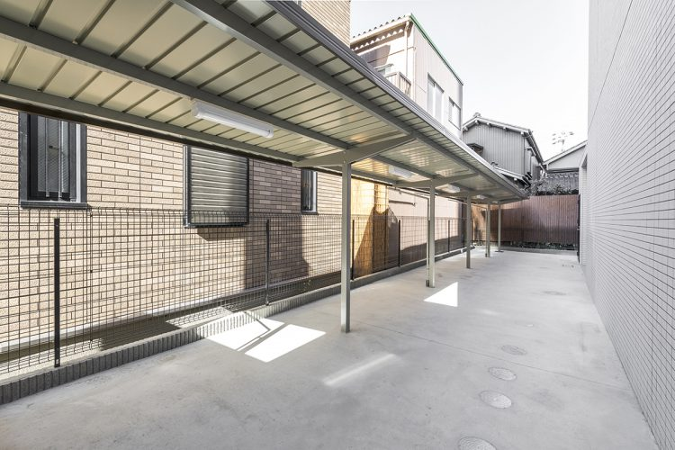 名古屋市西区の賃貸マンションのスペースの広く取られた駐輪場
