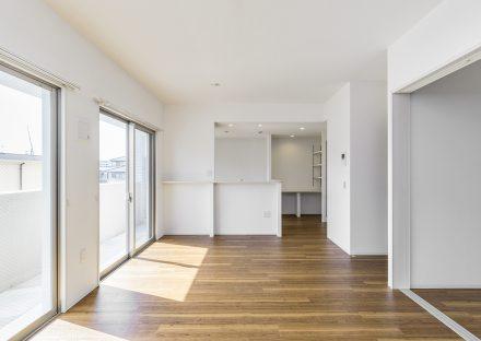 名古屋市名東区の賃貸マンションの明るい収納も考えられたLDK