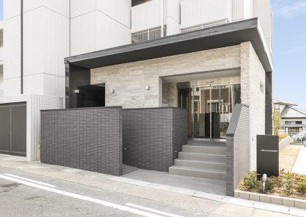 名古屋市名東区の賃貸マンションの高級感あるエントランス