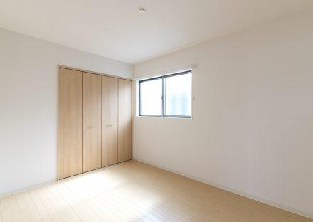 名古屋市名東区の戸建賃貸住宅のシンプルなナチュラルテイストの洋室写真
