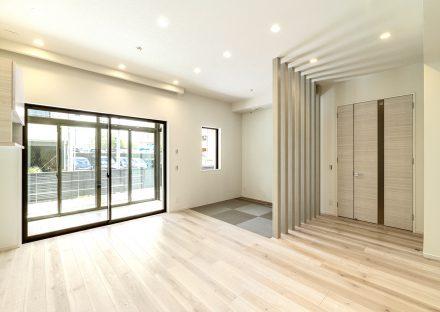 名古屋市昭和区の注文住宅の畳コーナーのあるリビングダイニングの新築写真