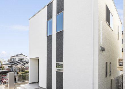 名古屋市名東区の戸建賃貸住宅の二本のアクセントラインがおしゃれな外観デザイン