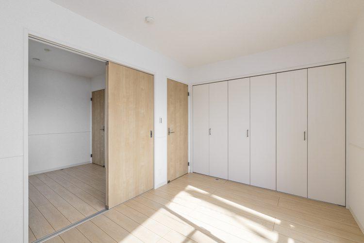 名古屋市名東区の戸建賃貸住宅の壁一面が収納の洋室の新築写真