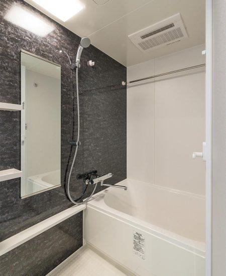 名古屋市中川区の浴室乾燥機付きのゆったりとしたバスルーム