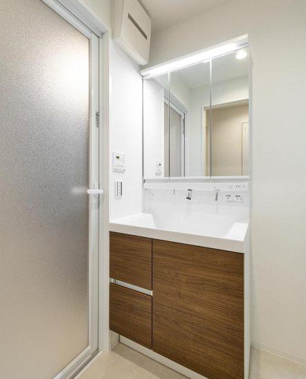 名古屋市中村区の賃貸マンションの洗面台の新築写真