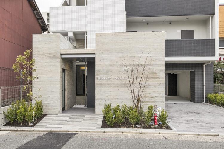 名古屋市中川区の12階建て賃貸マンションのエントランスの新築写真