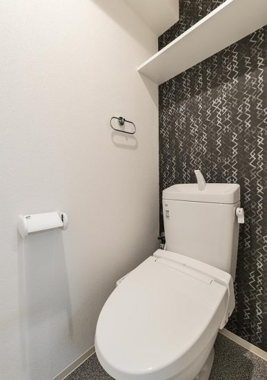 名古屋市中川区の棚付きのおしゃれなトイレの新築写真