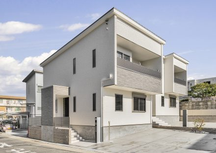 名古屋市天白区の戸建賃貸住宅のシンプルな色づかいの個性的外観デザインの新築写真